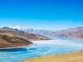 yamdrok-lake-in-gyantse-tibet
