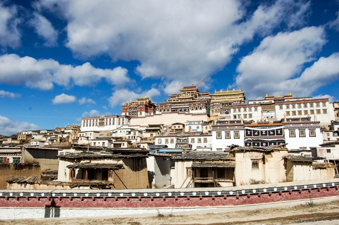 Sumtsenling Monastery