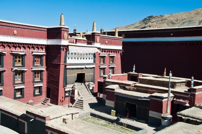 Prayer hall in Sakya monastery