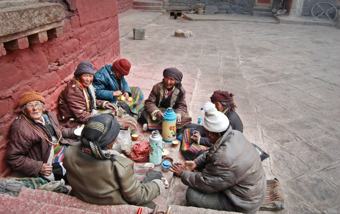 local pilgrims in Tashilhunpo Monastery