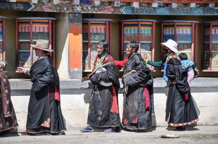 Pilgrims in Kham tibet