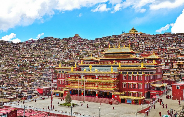 sertha monastery in tibet
