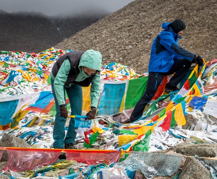 Hanging DarChok - prayer flags atop Dolma la pass