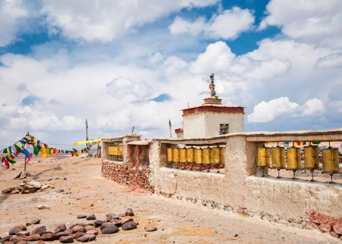 Prayer wheels near Chiu monastery