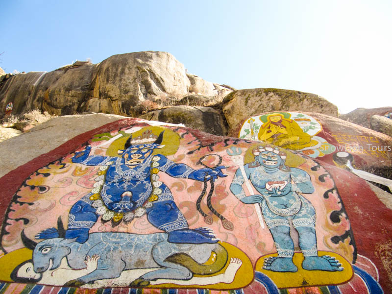 rock paintings along the way of Sera Monastery Linkor