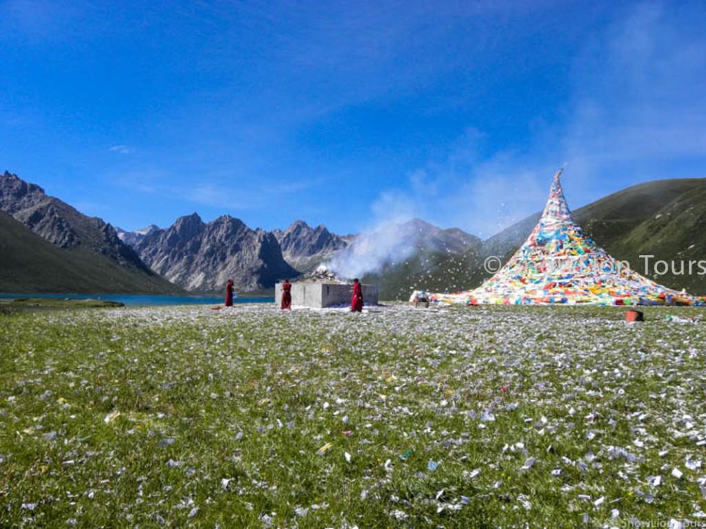 Nyenbu Yultse mountain tour