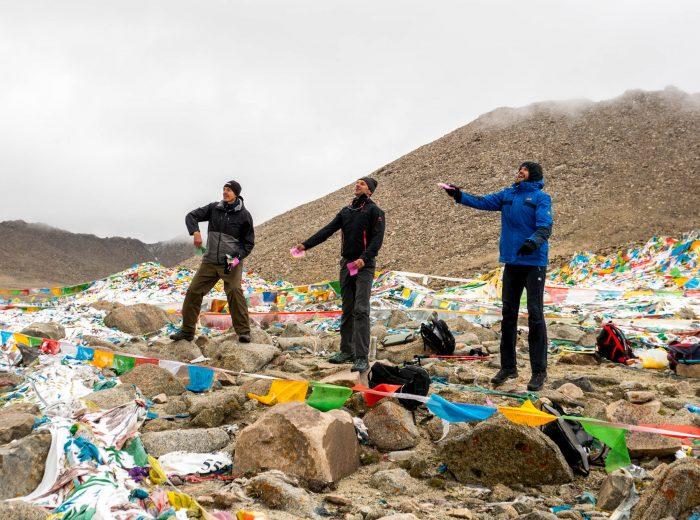Throwing LungTa atop mountain pass